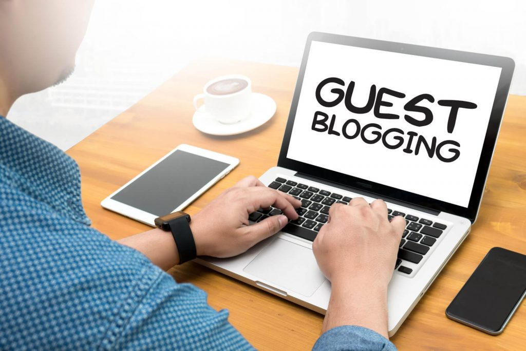 Discover what is guest blogging and it's pro and cons: