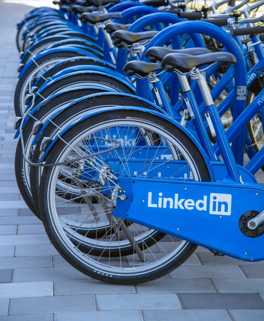 This guide will walk you through exactly how to use LinkedIn to support your sales strategy for the B2B market.